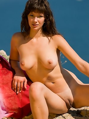 Tempting naked hottie